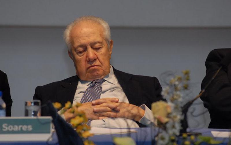 mario_soares_dormir